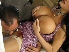 Giant tits milf..wet vulva!
