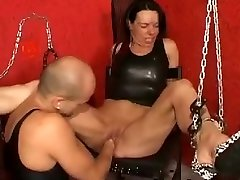 Fist boinking a creamy mature pussy