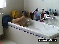 Spied my Mummy shaving her pussy in tub