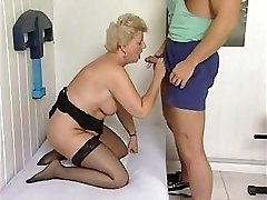 Mature plumper is getting a massage and a workout with a rock-hard cock