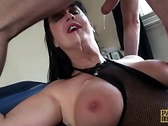 Carnivorous COUGAR Jessie Jo fed with Pascal�s sausage