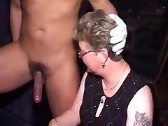 पार्टी ढंकी महिला नंगा मर्द