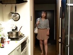 Yui Hatano and Buddies in Crawling the boss wife