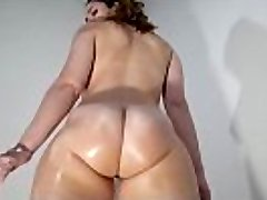I encountered this big lubricated bubble ass booty on USMilfs.com