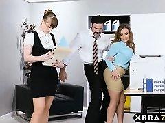 Nový velký prsa zaměstnanec dostane dobrou úřadu zahájení kurva