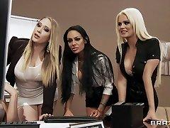Čtyři Sexy velká prsa kancelář děvky kurva boss' s velký péro v kanceláři
