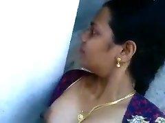 Desi aunty sucking and boning neighbor boy