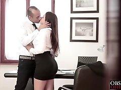 Valentina dostane se do podnikání s ji šéf