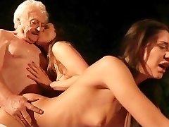 Krásné punčochy dospívající venkovní 69 kohout sání pro starý, tlustý děda