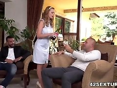 Slutty wife Emily Thorne double penetrated