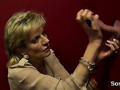 nevěrná britské milf lady sonia odhaluje její obrovskou pupp