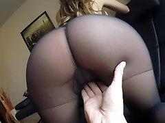 Sexy MILF Claudia prdeli v punčochách