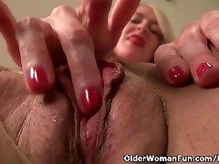 Americká milf Eva Griffin prsty její mokré píči nyloned