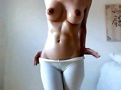 Hot babe, velká prsa, prsa, tmavé bradavky, chlupatá kočička velbloudí palec