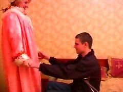 Zralé baculaté ruská dáma v punčochách & mládež muž