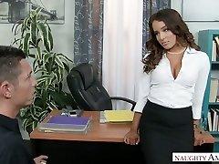 Sexy šéf Mila Marx obrací toho chlapa do její osobní sexuální hračka