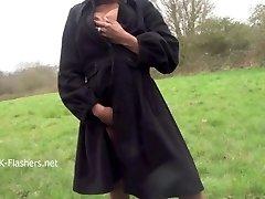 Ebony babe Michelle veřejné blikat a černé cuties venkovní masturbace