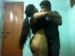 indické univerzity sex chlapec přítel a přítelkyně