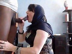 arab babe do blowjob
