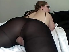 Hot Lady In Glasses Showcases Off Her Great Booty