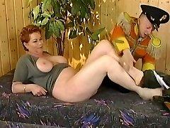 Kira Červená s trpaslíkem (Dobré video)
