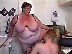 BBW Trojku #6 (FAT Granny & Dva Mladí Kluci)