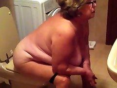 Spy Cam Močiutė, Vonios kambarys - negrofloripa
