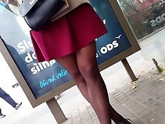 Dark-hued pantyhose