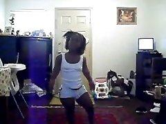 粗黑侏儒跳舞