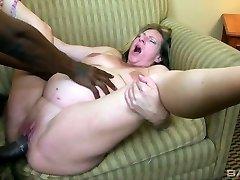 Sex-šílená těhotná děvka Charlie Macc má rád velké černé péro