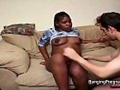 怀孕的黑人女不同肤色的他妈的
