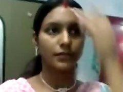 Sexy Notrth indian aunty bosoms