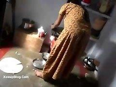 देसी स्वामी के साथ उसकी नौकरानी - DesiBate.com