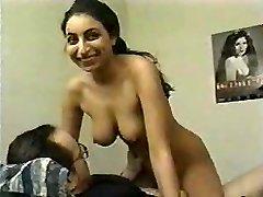 chica india usada para hacer porno