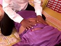 Hot Busty N.Indian Aunty's HUGE Baps Nip Slip