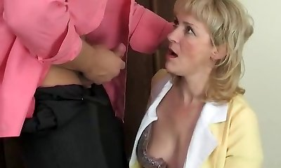 Hot mom-slut & muscled dude