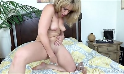 Saucy Hot Cam Babe On Live Cam