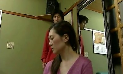 Japanese mature woman is a hottie