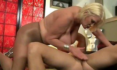 Plumper Granny in Ass-fuck Scene 220.SMYT