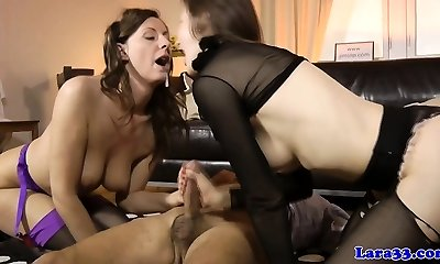 Mature cumswapping threesome with british milf