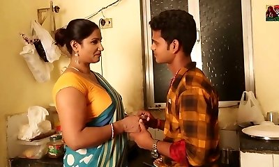 Hot Aunty Seduces Young Fellow