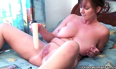 Mom needs to get off after observing online porno
