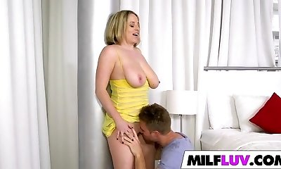 Big Boobs Cougar Maggie Green Gets Nailed