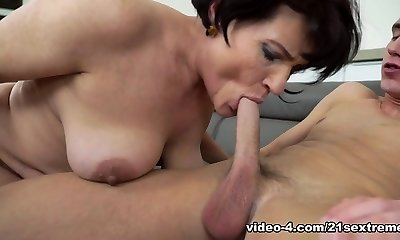 Dolly Bee & Oliver in Lusty Dolly Bee - 21Sextreme