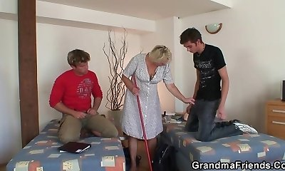 Very elder cleaning woman is double fucked