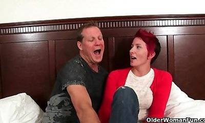 Red hot milf opens her gullet for jism