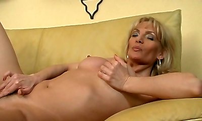mature blondie plays with herself