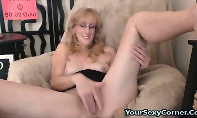 Fingerblasting Hairy Beaver And Butt Plugs Is What This Mature Lov