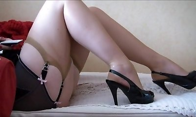 Mature Legs And High High-heeled Slippers