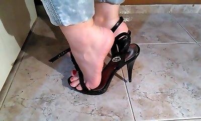 Sexy mom feet... 2